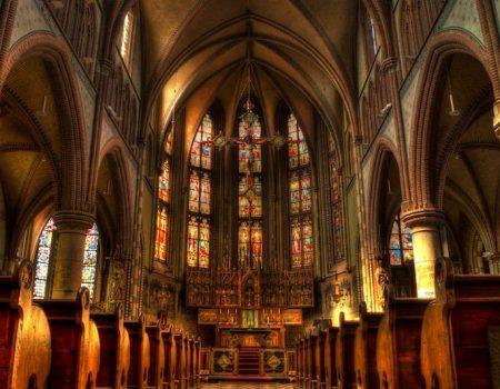 Traduction religieuse : les particularités des textes sacrés